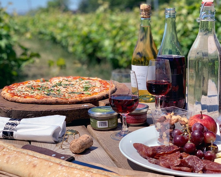 Picnic boxes and wood-fired pizza at La Bullerie